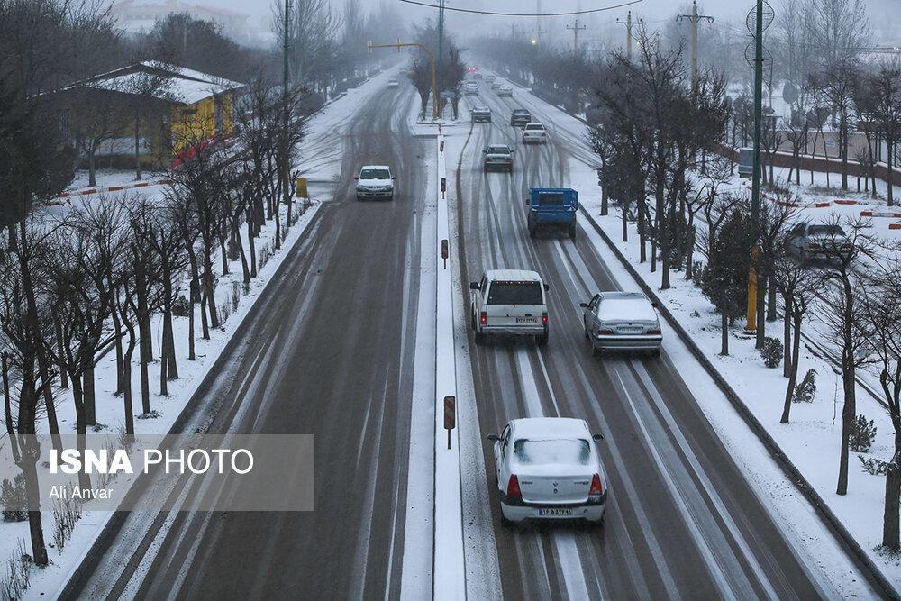 برف و باران در محورهای 26 استان و انسداد 13 جاده